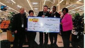<!--:es-->Walmart presenta donaciones a dos organizaciones de Dallas<!--:-->