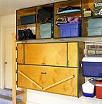 <!--:es-->Efficient Garage Storage Spaces Walls and a Workbench<!--:-->