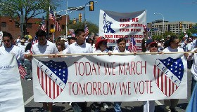 <!--:es-->Se Hizo Historia! Mas de 500,000 personas se manifesaron en PRO de los Derechos Humanos y exigieron dignidad y respeto para los Inmigrantes!<!--:-->