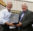<!--:es-->Bush says $286 bln highway bill creates U.S. jobs<!--:-->