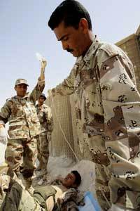 <!--:es-->Iraqi soldiers graduate medical course, return to units in Al Anbar Province<!--:-->