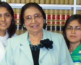 <!--:es-->Adelfa B Callejo, La Madrina de Dallas, es un vivo ejemplo por su Espíritu de Excelencia y una Estrella de Esperanza para las Comunidades!<!--:-->