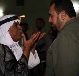 <!--:es-->Al Anbar governor visits regional sheikhs, promises new projects<!--:-->