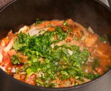Receta pollo entomatado con hierbas