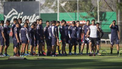 Jugadores de Chivas cumplen boicot y  no se presentan a exámenes médicos