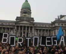 El aborto legal pasa la primera prueba en Argentina, ahora irá al Senado