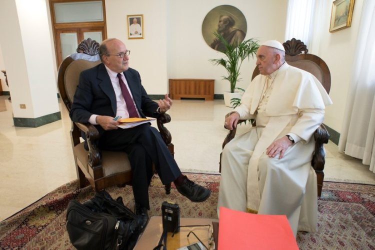 Pope urges press  freedom, cites case  of jailed  Reuters  reporters