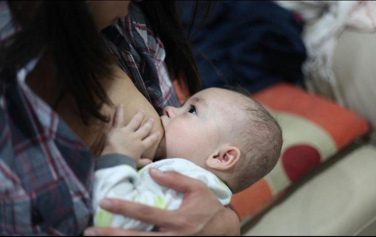 Lactancia materna disminuye riesgo de cáncer de mama y ovario en madres