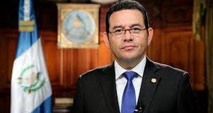 Acusan de abusador sexual al presidente de Guatemala