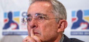 El expresidente Uribe renuncia a su escaño