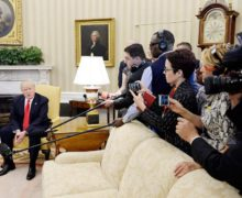 """""""Los periodistas no son el enemigo"""": lanzan ofensiva contra Donald Trump"""