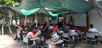 Estudiantes de Oaxaca aún sin aulas a casi un año del sismo