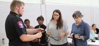 Enfermeras del Dallas ISD reciben capacitación  para manejar situaciones de emergencia