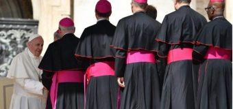 """Crecen las intrigas contra el papa Francisco con un nueva filtración sobre un """"lobby gay"""" en el Vaticano"""