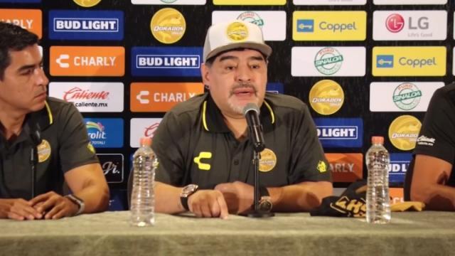 La oscura historia detrás de los Hanks, dueños  del club mexicano que contrató a Diego Maradona