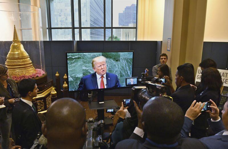 Trump se burla de los militares venezolanos