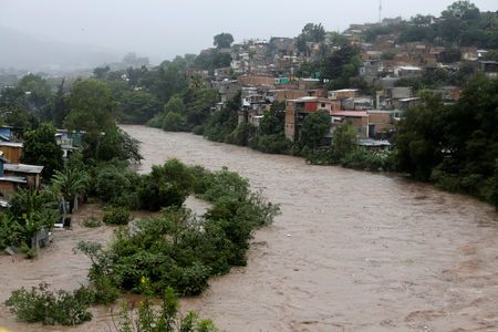 Lluvias torrenciales causan la muerte de al menos 12 personas en Centroamérica
