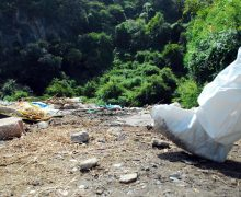 Denuncian a un médico forense  por realizar una autopsia en la  calle en el sur de México