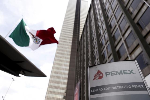 """El regalo de  Pemex a AMLO:  """"abultada nómina  de jubilados"""""""