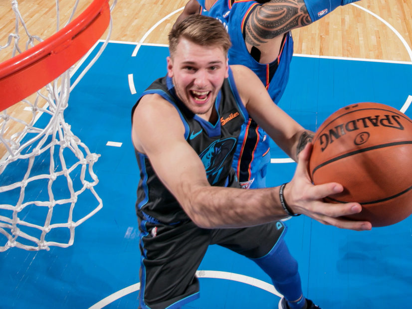 Mavs gets back to winning in some new threads
