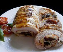 Pavo relleno de Jamón, mozzarella,  albahaca y tomates secos