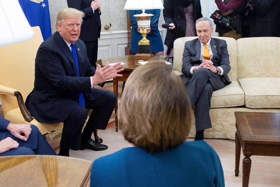 Trump amenaza con cerrar el gobierno  tras acalorada discusión con líderes demócratas por el muro fronterizo