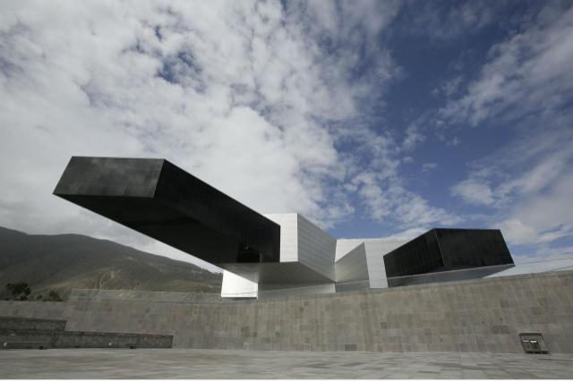 La sede de Unasur, una joya arquitectónica que hoy parece un edificio fantasma