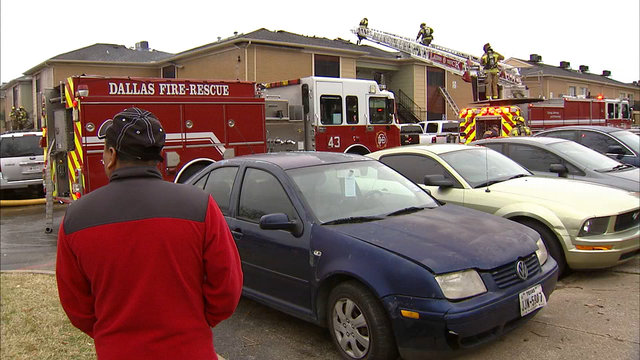 Kitchen fire displaces dozen at Dallas apartment complex