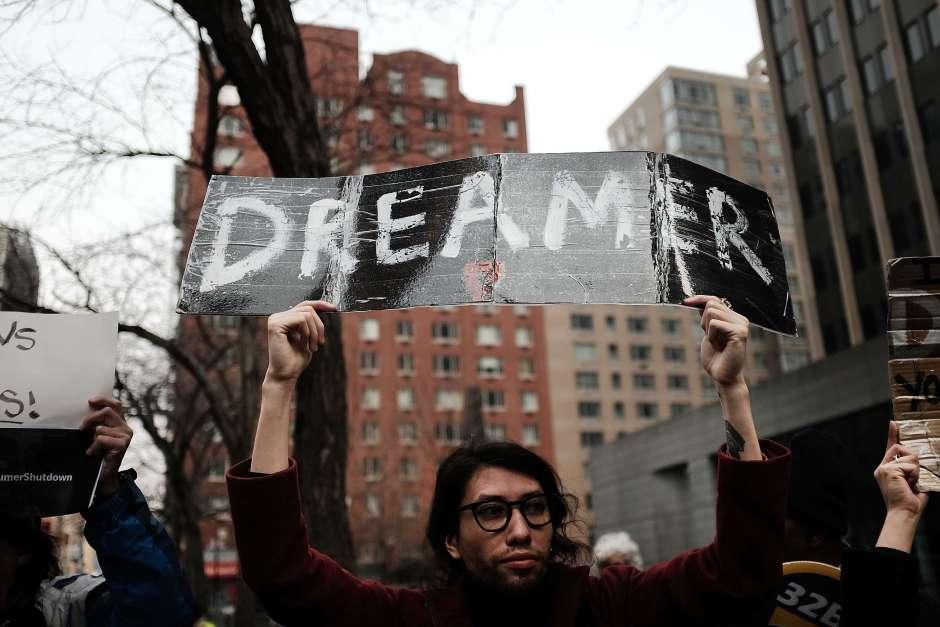 """""""Soñadores"""" presionan para lograr permisos para viajar al exterior"""