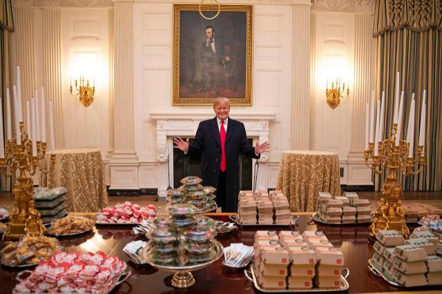 Por el shutdown,  Trump pidió comida rápida para una cena oficial