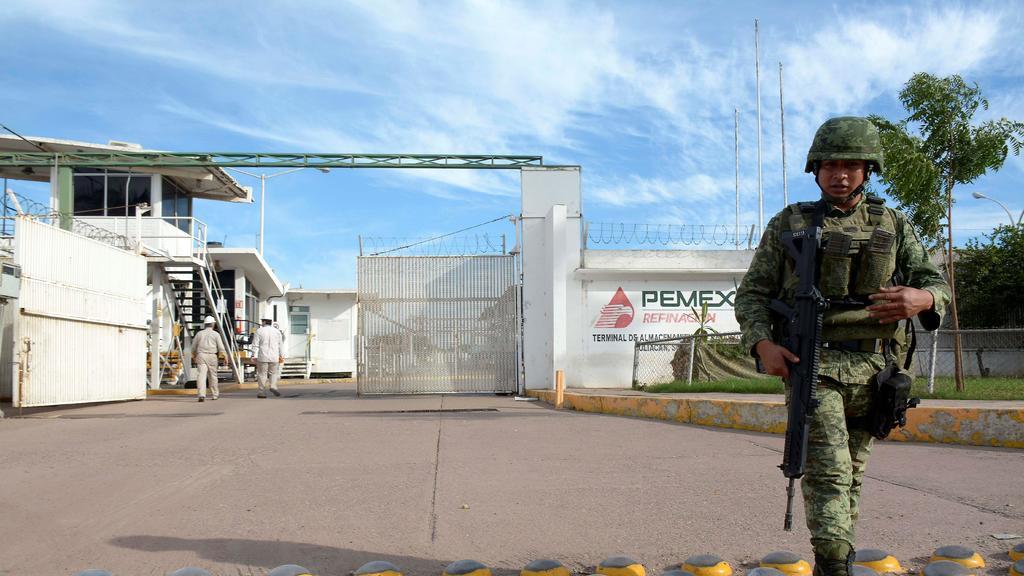 Así es como militares y funcionarios de alto rango  contribuían al robo de combustible en México