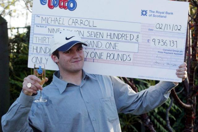 Ganó 10 millones en la lotería y ahora trabaja vendiendo carbón