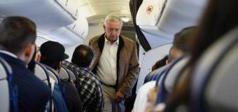 AMLO pone a temblar a policías y azafatas al viajar en vuelos comerciales