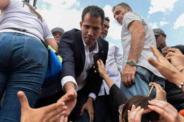 Lo que hay detrás de la fácil entrada de Guaidó  por el principal aeropuerto de Venezuela