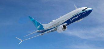 El mundo ordena dejar en tierra al 737 MAX 8, pero Boeing lo defiende