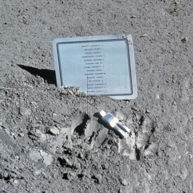 Historia de la escultura en la Luna