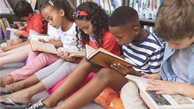 El polémico estudio que afirma que niños más atractivos sacan mejores notas