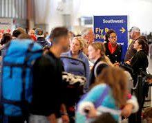 Piensa dos veces antes de viajar al extranjero si tienes un trámite migratorio pendiente