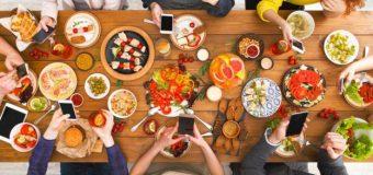 Tres sencillas ideas para mantener los  teléfonos fuera de la mesa estas fiestas