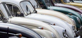 VW se despide del año en Nueva York con un homenaje al Beetle y su nuevo logo