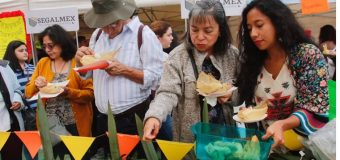Mexicanos disfruta de tamales para festejar el Día de la Candelaria