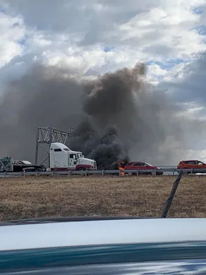 3 die in plane crash on interstate in central Illinois, police say