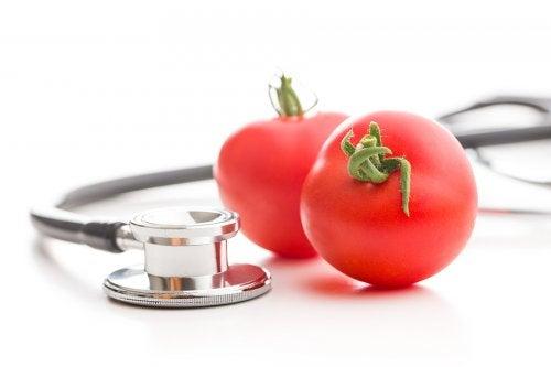 Cómo usar tomates para disminuir la presión arterial alta