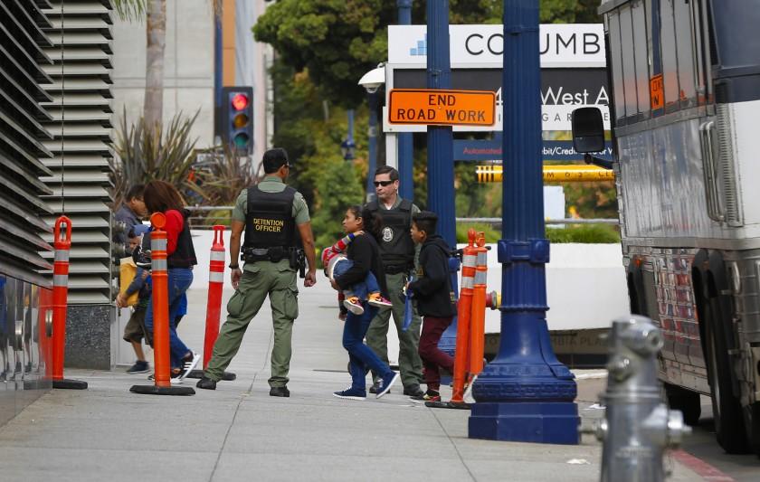 Juez federal rechaza demanda para suspender  juicios de inmigración por la pandemia