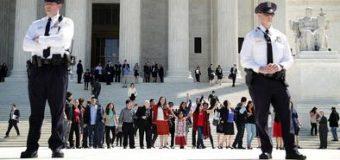 Corte Suprema revive caso que puede enviar a la cárcel  a abogados que representan a indocumentados