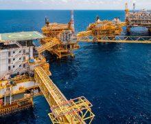 Almacenaje a tope, es la causa del precio negativo del crudo mexicano