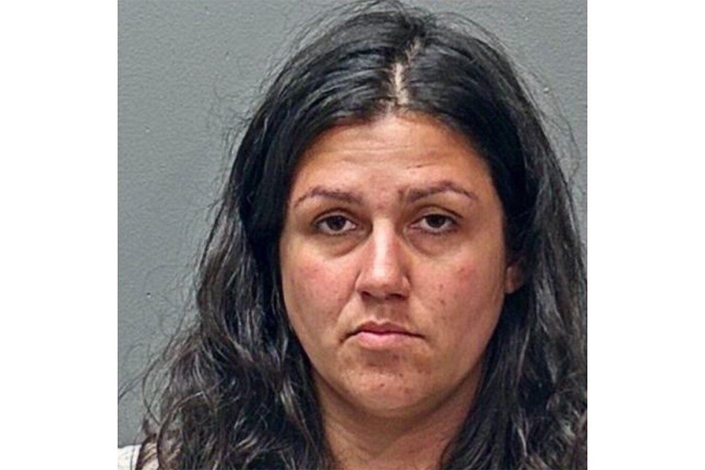 Acusan a una madre en Texas de degollar a su hija de 4 años y tirar el cuerpo a la basura