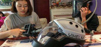 Robot recuerda el uso de mascarilla, casco permite  comer y rascarse sin contagiarse de COVID-19