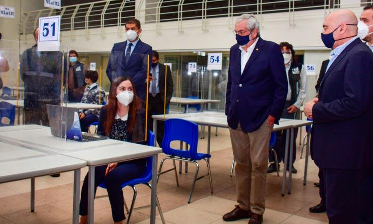 UNAM reparte 20 mil tabletas electrónicas  y equipo de cómputo a sus alumnos