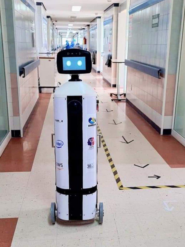 Robot psicoterapeuta atiende  a pacientes con coronavirus